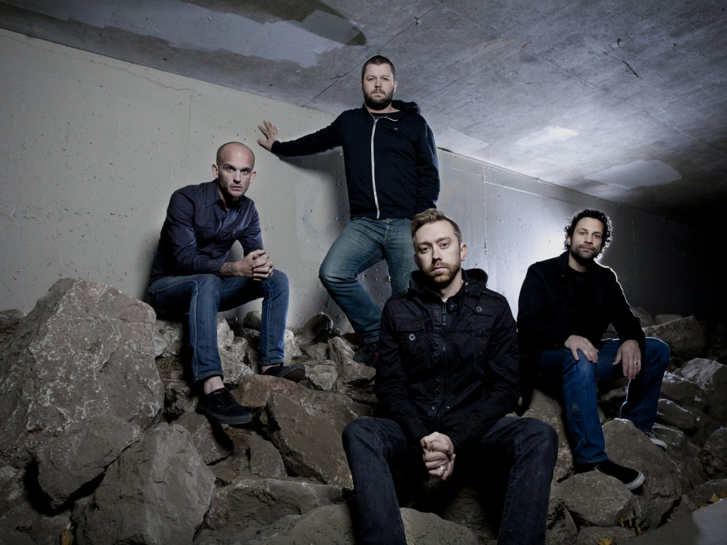 rise against the band Rise against is an american melodic hardcore band from chicago, illinois, formed in 1999the band's current line-up comprises vocalist/rhythm guitarist tim mcilrath, lead guitarist zach.